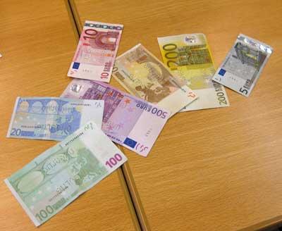 fingerabdrücke auf falschgeld